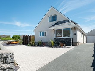 Gorwelion Glas -  a 4 bed detached house that sleeps 8 guests  in 4 bedrooms