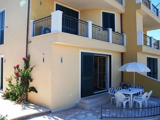 Tastefully Furnished Ground floor Apt with Terrace, in Quiet Area, 400m to Beach