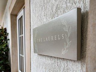 THE LAURELS, Jedburgh - sleeps 2+2 in 2 bedrooms