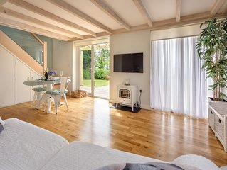 A classic contemporary and truly romantic retreat. Beautifully designed and meti