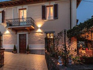 Romantic Villa in the City centre of Barga, 3 bedrooms, Wifi, Garden