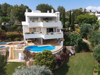 Unique Villa Great Sea Views Close to Beach Putting Green, Pool Jacuzz