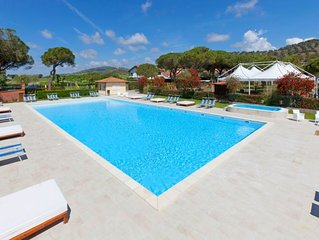 One bedroom Villa, sleeps 4 with Pool, Air Con and FREE WiFi