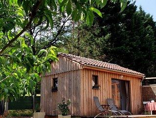 L'Ensoleillade  Petit Chalet écologique en bois de 19M2 dans jardin avec vue.