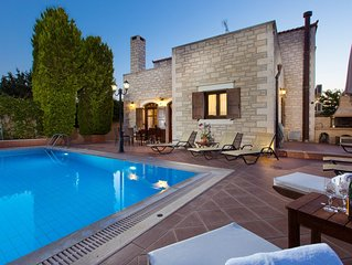 Family villa Elia with private pool, 2 minutes walking to local amenities
