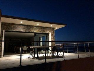 U SOLE , villa grand standing avec piscine à débordement  vue mer