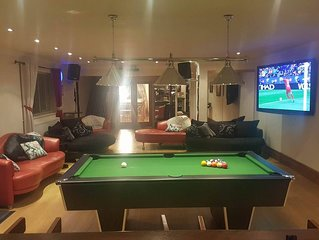 Luxury house in Newport plenty to keep guests entertained cinema and pool table