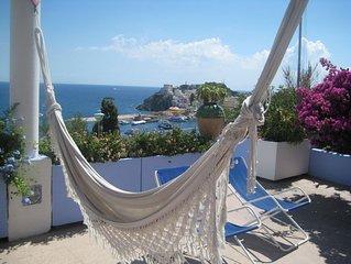 ITALY - PONZA  Villa con ampia terrazza attrezzata. Vista strepitosa sul mare