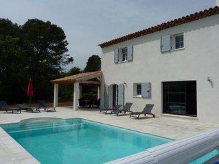 Villa neuve climatisee avec piscine securisee, 9 personnes