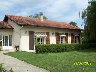 4 Bedroom & private pool, family house in Orthez, pets welcome, near Pyrenees