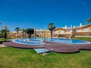 Superb 2 bedroom Duplex TownHouse with shared Pool 5 mins drive Vilamoura Marina