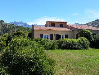 Grande maison familiale de 120m2, jardin, vue mer, proche Calvi
