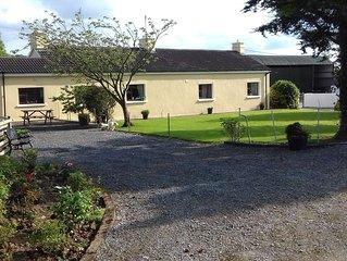 Old - Style Traditional Irish Farmhouse + Wi Fi  included Free, sleeps 5