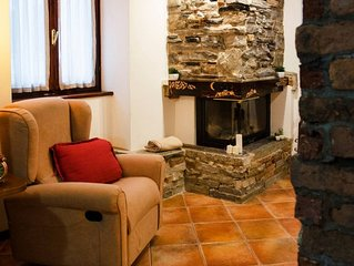 Spacious Rustic Heart apartment in Barni with WiFi.