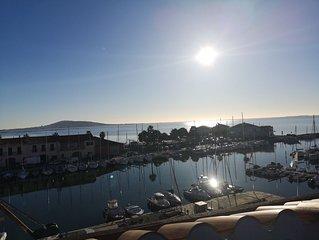 Pépite sur le toit de Meze, une vue splendide sur la mer