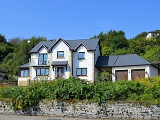 Clydeside Villa -A stunning villa in Dunoon overlooking the Firth of Clyde sleep