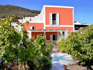Bellissima villa raggiungibile a piedi dal porto, vicino a Chiaia di Luna.