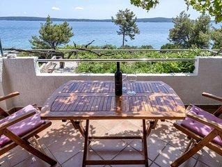 One bedroom apartment near beach Zavala (Hvar) (A-2061-b)
