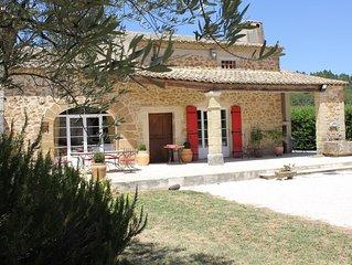 Mas  familiale en Provence sur vignoble avec piscine au charme authentique