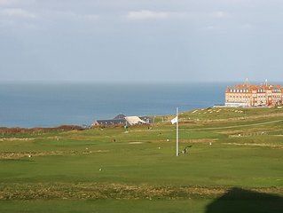 Luxury apartment - ideal location for golf and surf