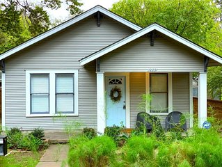 Downtown Bungalow, Walk to Rainey St & Town Lake!