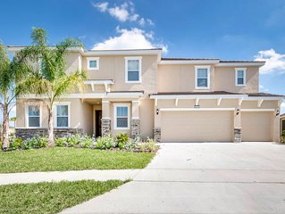 Family Friendly 13 Bed Gated Pool Home in Solterra Resort
