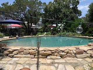RV  w/  beautiful  property guest swimming pool. Lake access. Sleeps 4-5!