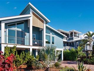 Walk to beach, close proximity to Naples/Fort Myers/Sanibel and Captiva Island.