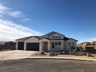 3 Bedroom Home with Pool located near Sand Hollow State Park