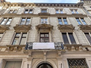 Luxury Opera Apartment | 61sqm | Aircon | Spacious