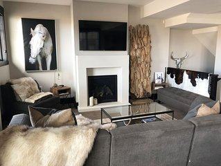 Luxurious Park City Townhouse steps away from skiing!