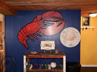 Cozy up together in the HOT TUB * Lobster Paradise