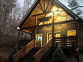 Sugar Tree Lodge - Secluded Cabin near West Jefferson, Boone and Blowing Rock