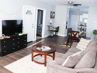 Modern & Bright 6+ Guest Elmwood Village Apartment