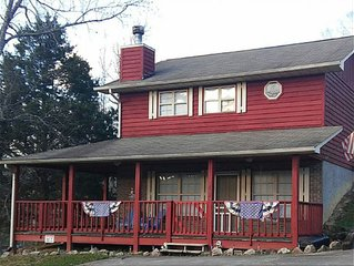 Americana Cottage - sleeps 4 in the heart of Pigeon Forge