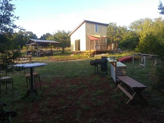Off grid Glamping cabin.  45 min from north Austin 5 min to Lake Travis