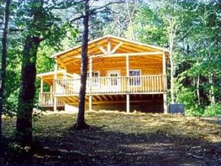 Cozy couples cabin with a wood burning fireplace and hot tub in Hocking Hills!