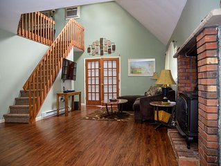 Quiet and Relaxing Jacuzzi/Sauna 4BR 2BA Located in The Heart of the Poconos!