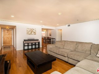 2 BR 2 BA Hollywood condo in the trendy Franklin Village Neighborhood