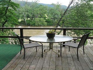 Siesta River Cabin,  Riverfront, fabulous views G.W. Forest, hottub, fireplace