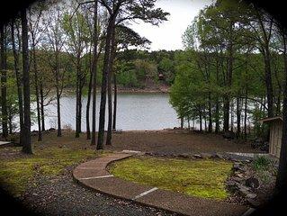 Beautiful LAKEFRONT Home, Lake Access, Sleeps 8 — Come Enjoy!