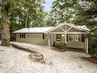Tally-Ho, well appointed cottage in walking distance to Downtown!