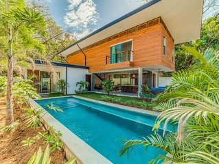 Beautiful New Modern Home, Centrally Located, Pool, only 300m to beach