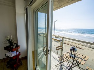BEACHFRONT Cozy 1 Bdr Apt