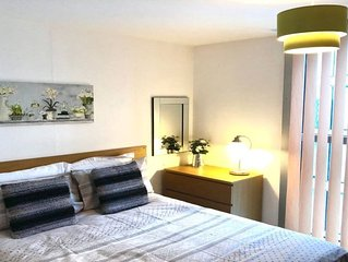 Spacious 2 bed 2 bath serviced apartment- sleeps 6