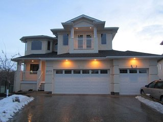 Edmonton Oasis By West Edmonton Mall-Whole House, Mainfloor Bedroom, Playground!