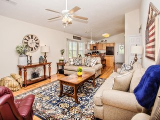 ���Enjoy the River steps away- fishing, tubing, & kayaking!Book entire home!