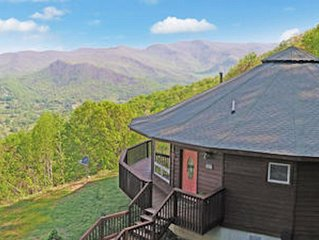 Breathtaking mountain views from pet friendly house in equestrian community