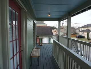 Spacious Lakeview Shotgun minutes to famous streetcar line and City Park!!!