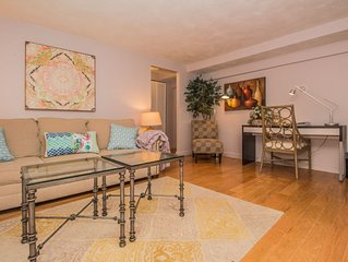 Great 1 bedroom for a Boston vacation, close to Longwood med, mbta, parking
